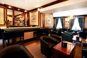 Grange Langham Court Hotel Triple Room